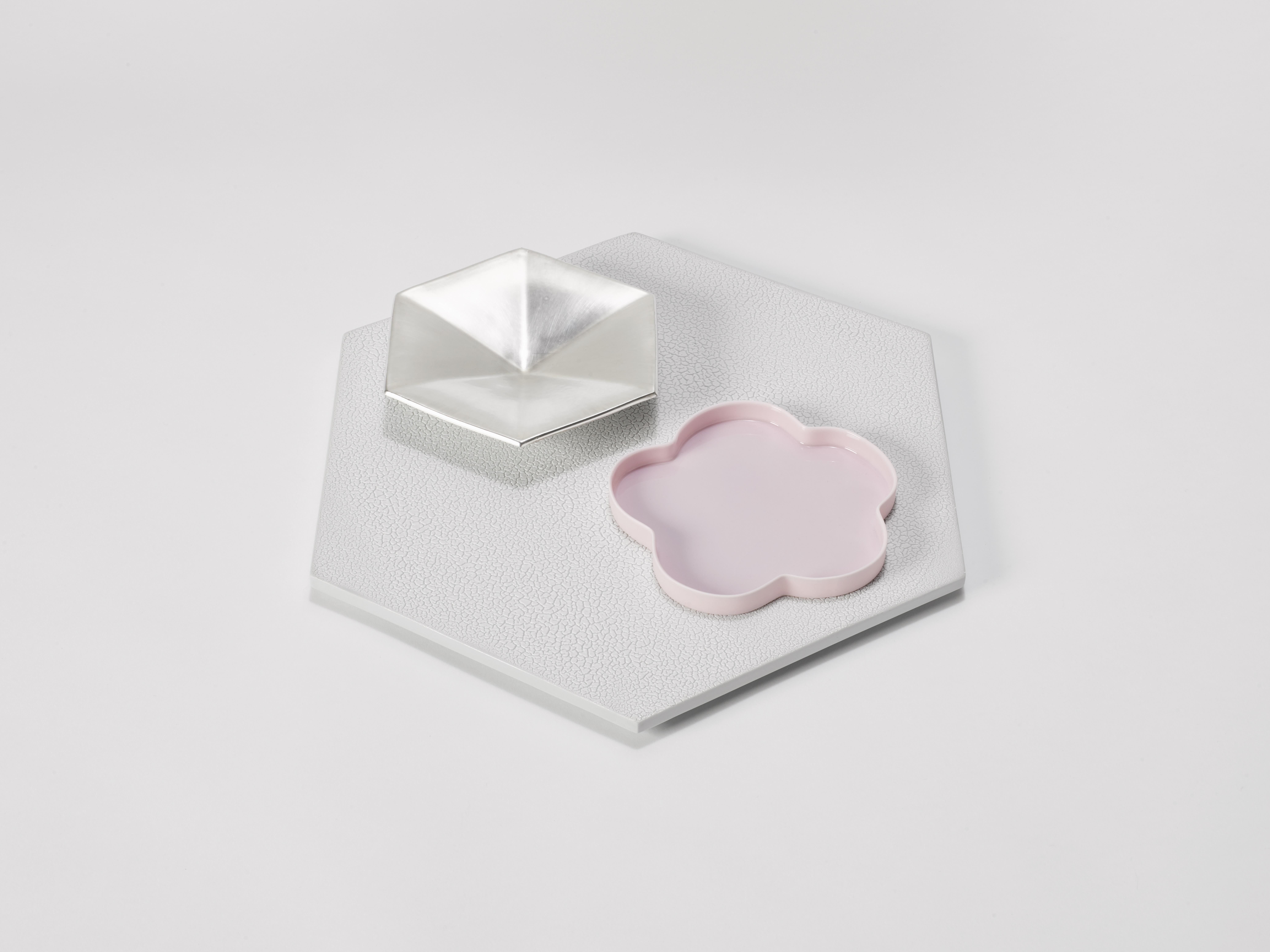 1. Margareta Daepp: Silber und Pink auf Hexagon, 2016