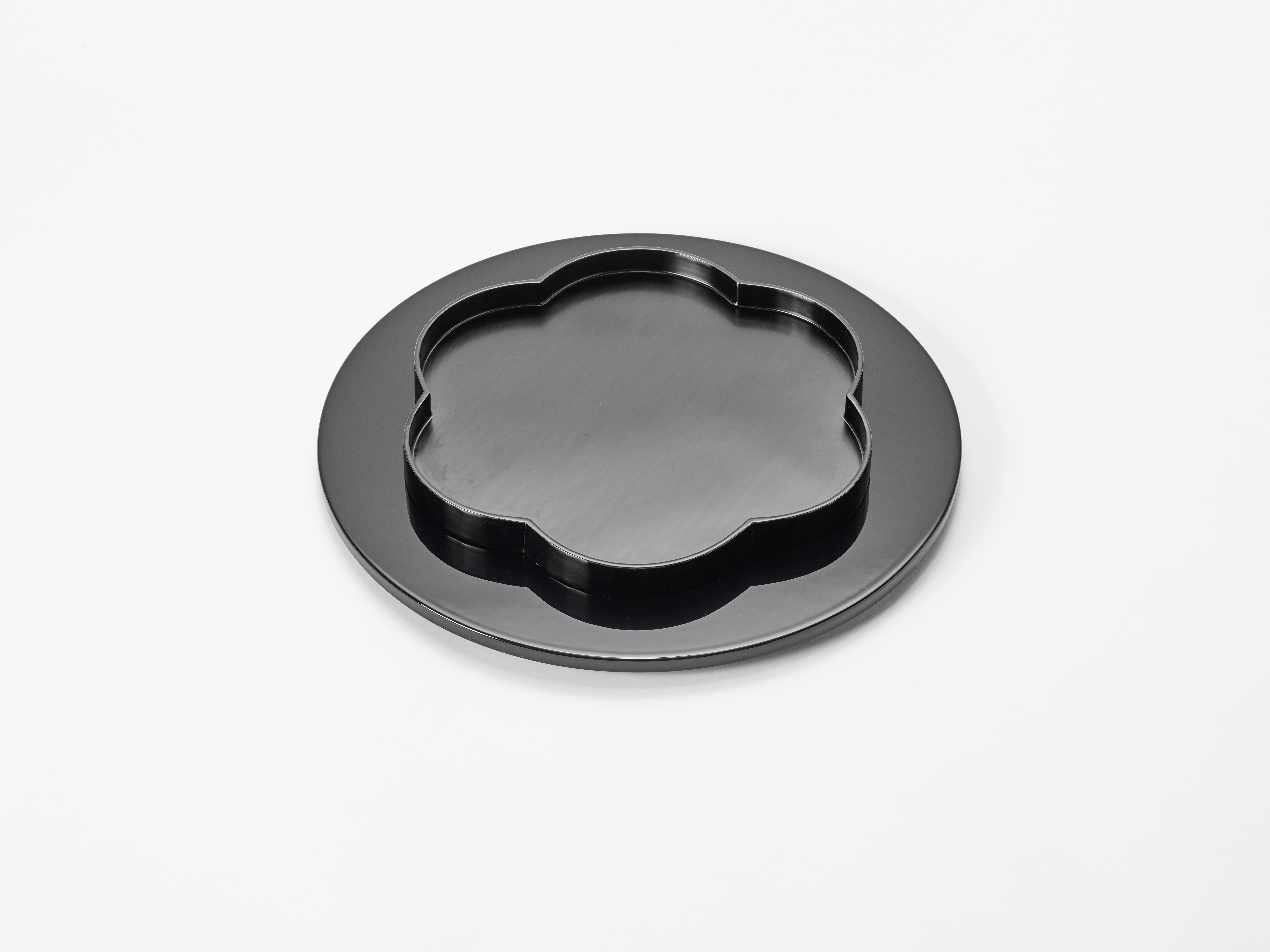 3. Margareta Daepp: Schwarze Blume auf Kreis, 2016
