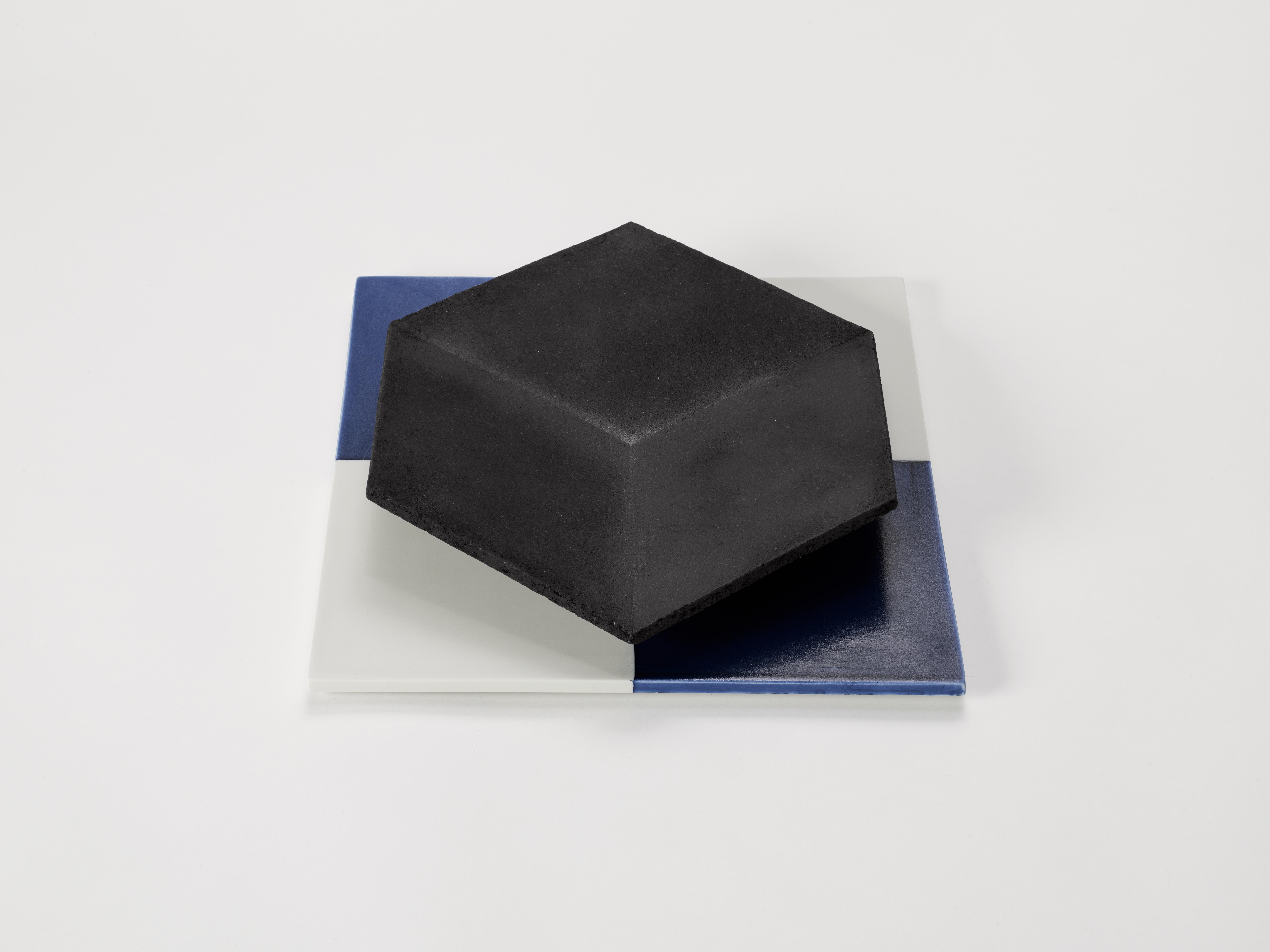 7. Margareta Daepp: Schwarzes Hexagon auf Quadrat, 2016